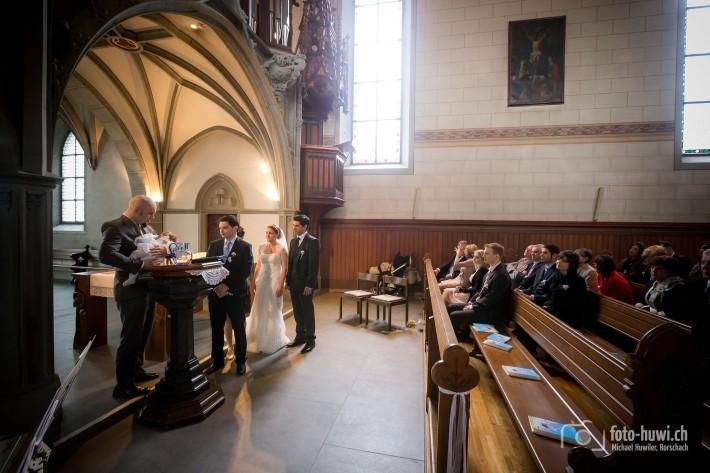 Eine besondere Zeremonie: Zuerst die Taufe ihrer Tochter, dann die eigene Trauung.