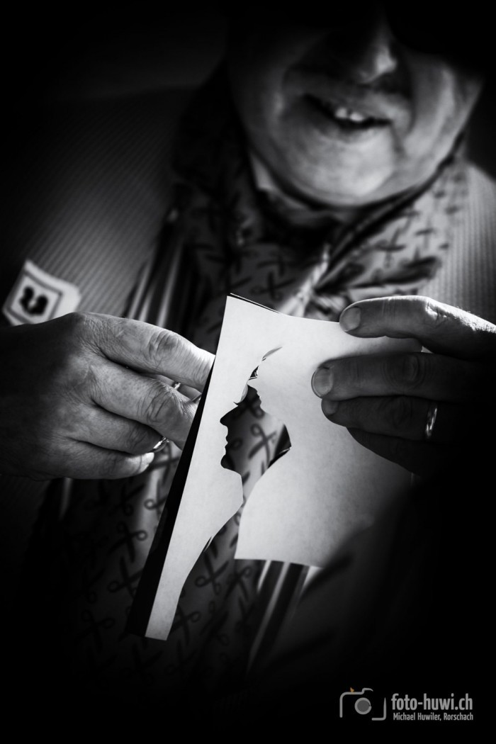 Ein Scherenschnitt-Künstler fertigte für jeden Gast ein kleines Kunstwerk an, sozusagen manueller Photobooth ;-)