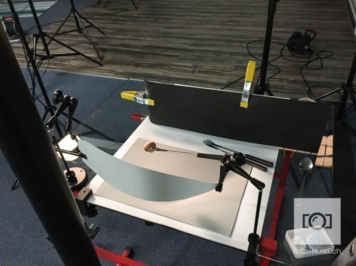 Champignon am Stiel. An diesem Aufnahmetisch wurden die einzelnen Zutaten fotografiert.