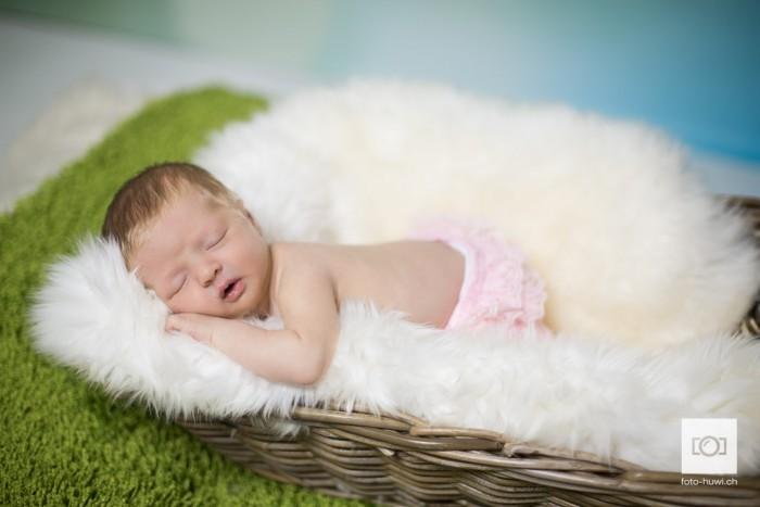 045-newborn-sarah-felipe